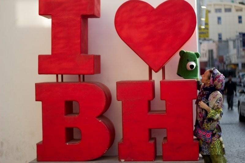 Будни в Бахрейне: тусовщики в супермаркете, закрытый форт, деловой центр и задворки Манамы