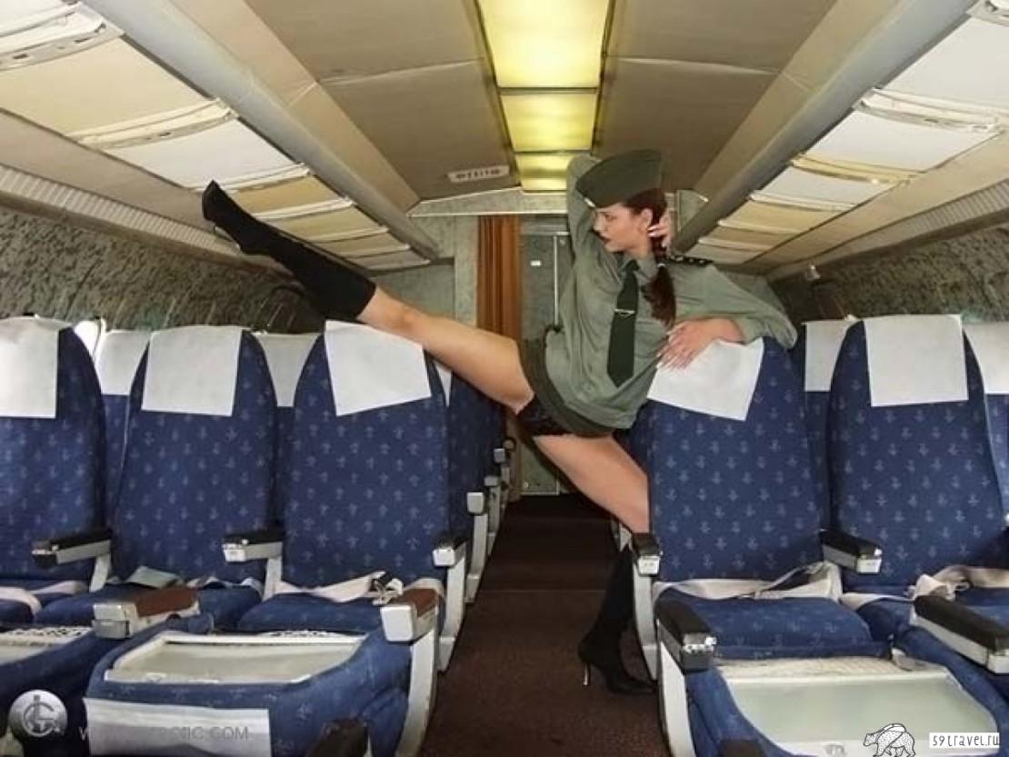Образ обнаженной стюардессы все чаще используются авиакомпаниями