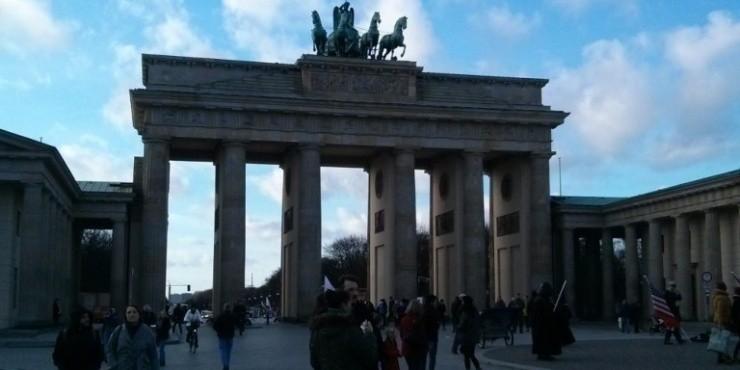 Экскурсия по городу, Бундестаг и легкие наркотики