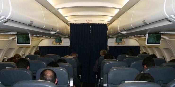 Британцы согласны, чтобы полные пассажиры платили за два места в самолетах
