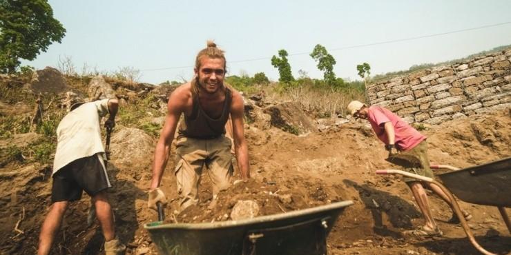 Интервью с основателем международного волонтерского проекта «BUILD A SCHOOL for Nepal»