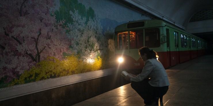 путешествие в самую закрытую страну в мире. Метро и массовые танцы в Пхеньяне