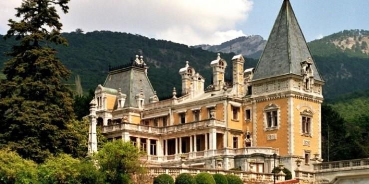 10 самых красивых дворцов в Крыму