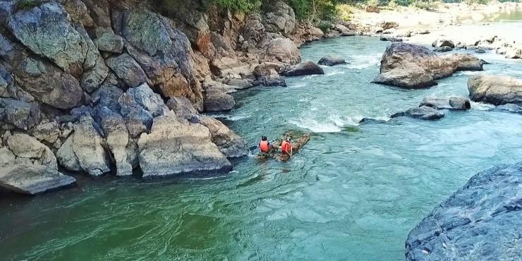 На плоту по джунглям Лаоса