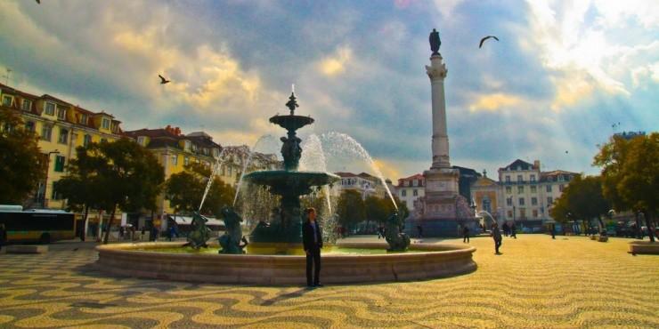 На улицах Лиссабона в феврале хорошо