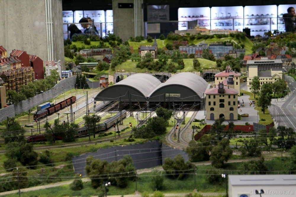 Игрушечные поезда, Вышеград и арт-тусовка