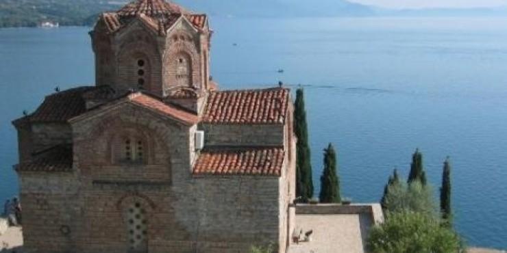 Македония временно отменила визовый режим