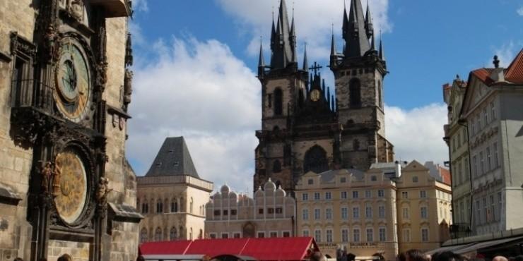 Утренняя столица Чехии, пиво с доставкой на паровозике и бесплатная Злата Улочка