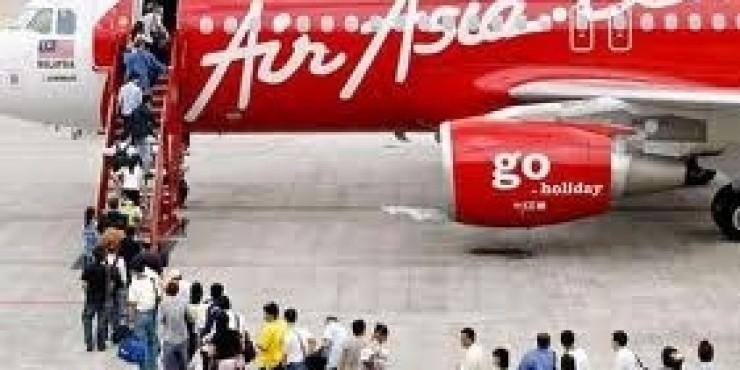 AirAsia проводит распродажу дешевых авиабилетов на лето и осень 2011 года