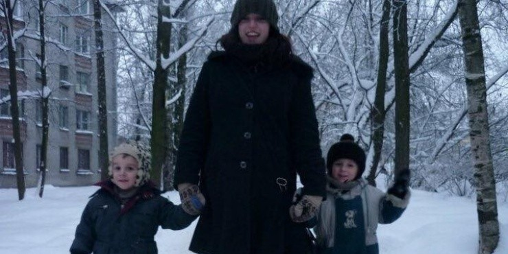 «Я до сих пор не могу понять, как русские женщины на сумасшедших каблуках могут бегать по льду»